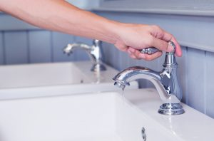 hand-turning-faucet